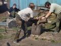 Zpracování dřeva k ohništi