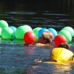 Lov balónků na rybníce