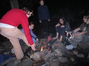 Po bouřce sušíme u večerního ohně na Kyšperku