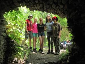 Skupinovka, Kory fotí z útrob podzemí
