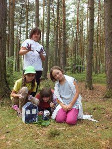 Družina Mrštných krys s výrobkem.
