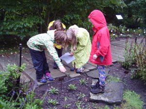 Plnění úkolů v botanické zahradě.